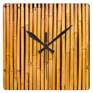 Plantilla de bambú hawaiana tropical del fondo reloj cuadrado