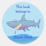 Plantilla de encargo del Bookplate del tiburón Pegatinas Redondas