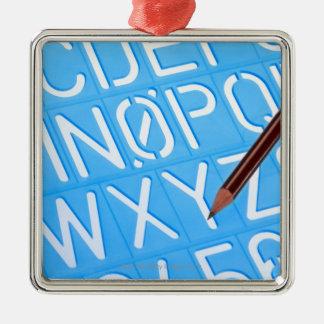 Plantilla de la letra y del número adorno cuadrado plateado
