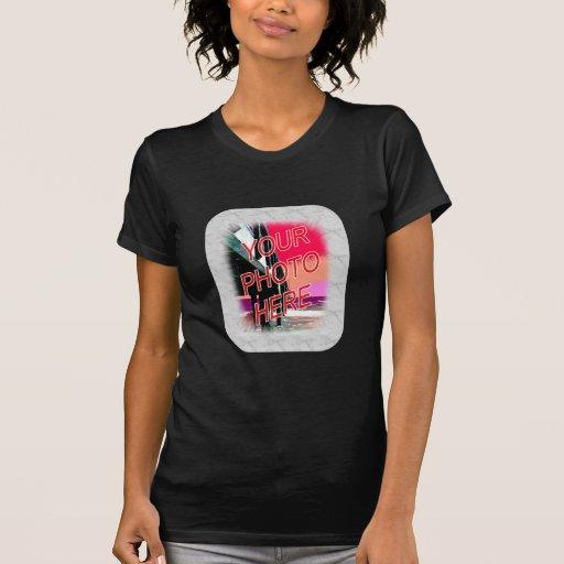 Plantilla de mármol blanca del marco de la foto camisetas