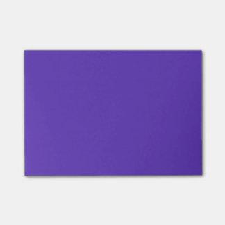 Plantilla del color de la tendencia de la púrpura notas post-it®