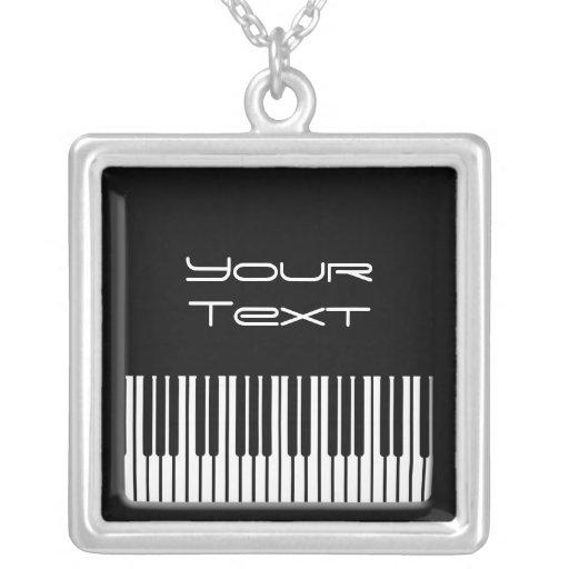 Plantilla esterlina del collar del teclado de pian
