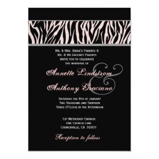 """Plantilla negra y rosada del boda de la cebra invitación 5"""" x 7"""""""