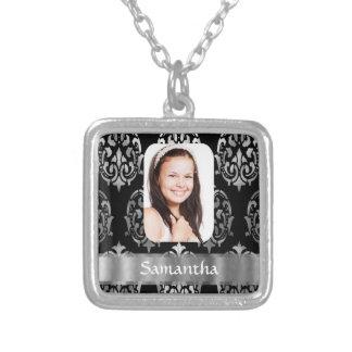 Plantilla personalizada gris plateados de la foto collar plateado