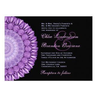 Plantilla púrpura del boda de la rueda de margarit invitacion personal