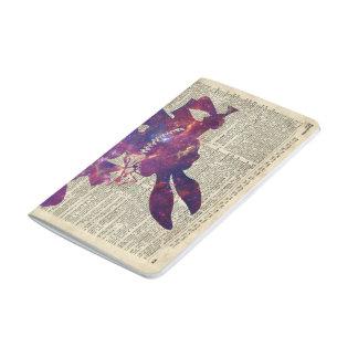 Plantilla púrpura del conejo de Herald sobre la Cuaderno Grapado