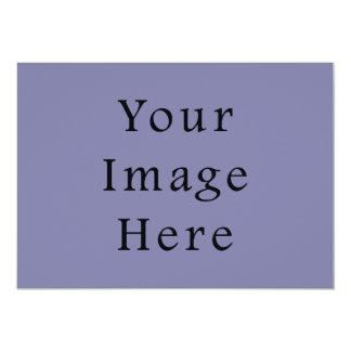 Plantilla purpúrea clara del espacio en blanco de invitaciones personalizada