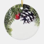 Plantilla roja de la baya del cono del pino de la  adorno de navidad