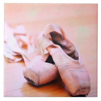 Plantilla rosada de la danza de los zapatos de azulejo cuadrado grande