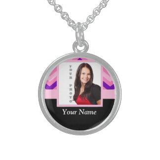 Plantilla rosada de la foto del galón collar de plata esterlina