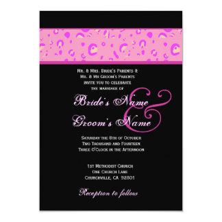 """Plantilla rosada y negra del boda del leopardo invitación 5"""" x 7"""""""