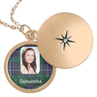 Plantilla verde de la foto de la tela escocesa collar
