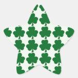 Plantilla verde y blanca del modelo del trébol pegatinas forma de estrella