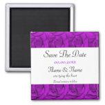 Plantillas púrpuras de las invitaciones de los ros imán de nevera