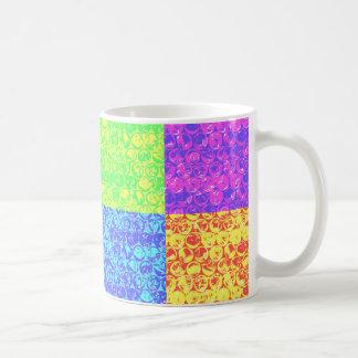 Plástico de burbujas del arte pop del arco iris taza clásica