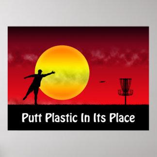 Plástico del putt en su lugar poster