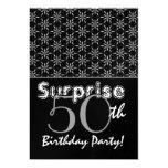 Plata del cumpleaños de la sorpresa y plantilla de anuncios