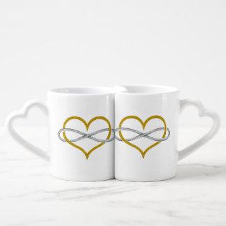 Plata del oro del infinito del corazón taza para parejas