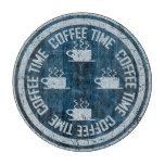 Plata del tiempo del café en azul tabla para cortar