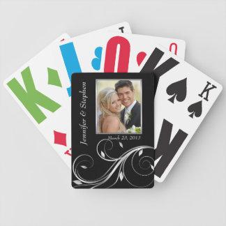 Plata elegante y naipes negros de la foto del boda baraja cartas de poker