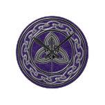 Plata en la rueda y el reloj célticos púrpuras de