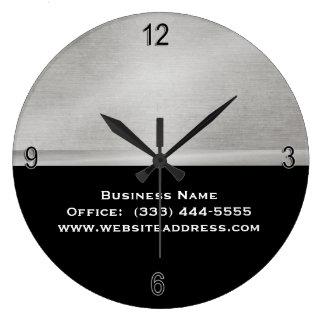 Plata simple llana profesional y reloj negro