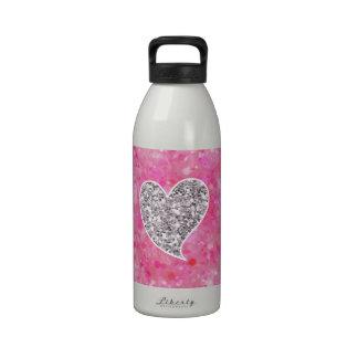 Plata y corazones relucientes del rosa botallas de agua
