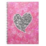 Plata y corazones relucientes del rosa cuaderno