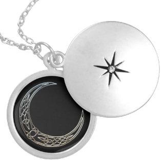 Plata y luna creciente céltica del negro medallones