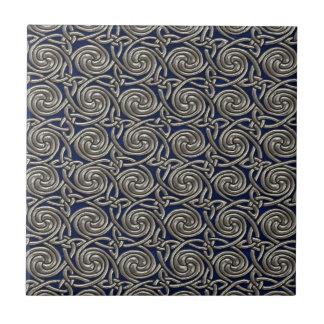 Plata y modelo de nudos espiral céltico azul azulejo ceramica