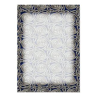 "Plata y modelo de nudos espiral céltico azul invitación 5"" x 7"""