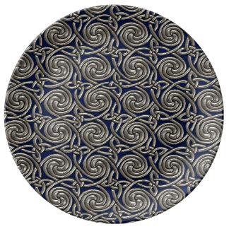 Plata y modelo de nudos espiral céltico azul plato de cerámica