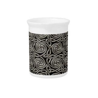 Plata y modelo de nudos espiral céltico del negro jarras de beber