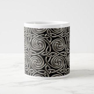 Plata y modelo de nudos espiral céltico del negro tazas extra grande