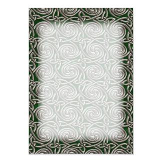 """Plata y modelo de nudos espiral céltico del verde invitación 5"""" x 7"""""""