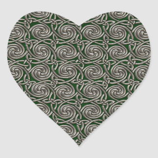Plata y modelo de nudos espiral céltico del verde pegatina en forma de corazón