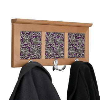 Plata y modelo de nudos espiral céltico púrpura