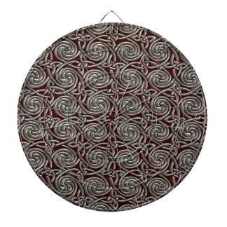 Plata y modelo de nudos espiral céltico rojo tablero de dardos