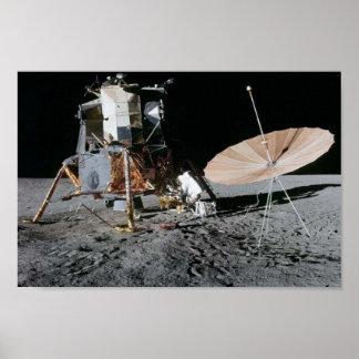Plataforma de aterrizaje lunar de Apolo 12 Poster