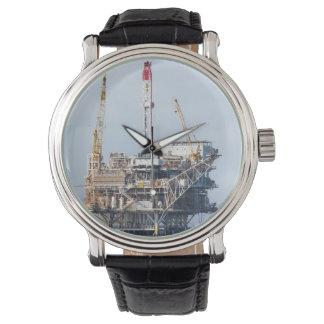 Plataforma petrolera reloj de mano