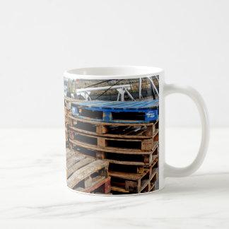 Plataformas de madera en la taza del muelle