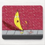 Plátano que se desliza en una persona Mousepad Tapete De Ratones