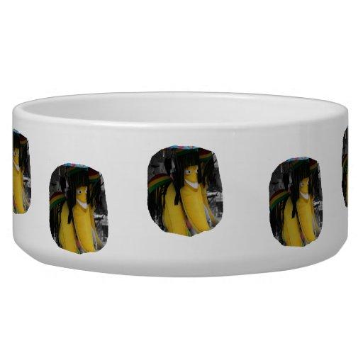 Plátano relleno del rasta en los parques de atracc tazon para perro