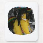 Plátano relleno del rasta en los parques de atracc alfombrilla de raton