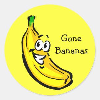 Plátanos idos individuo del plátano pegatina redonda