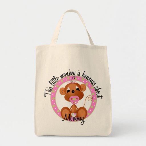 Plátanos sobre las camisetas y los regalos de la m bolsa tela para la compra