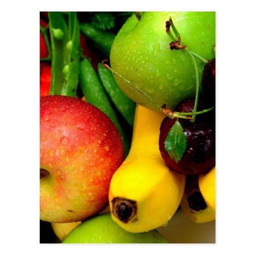 Plátanos y manzanas de las cerezas postal