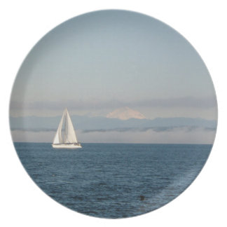Plate-Beautiful scenic waterfront with sailboat Plate
