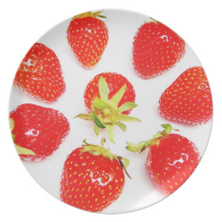 Plate circle from strawberries