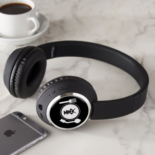 plate logo blck print headphones
